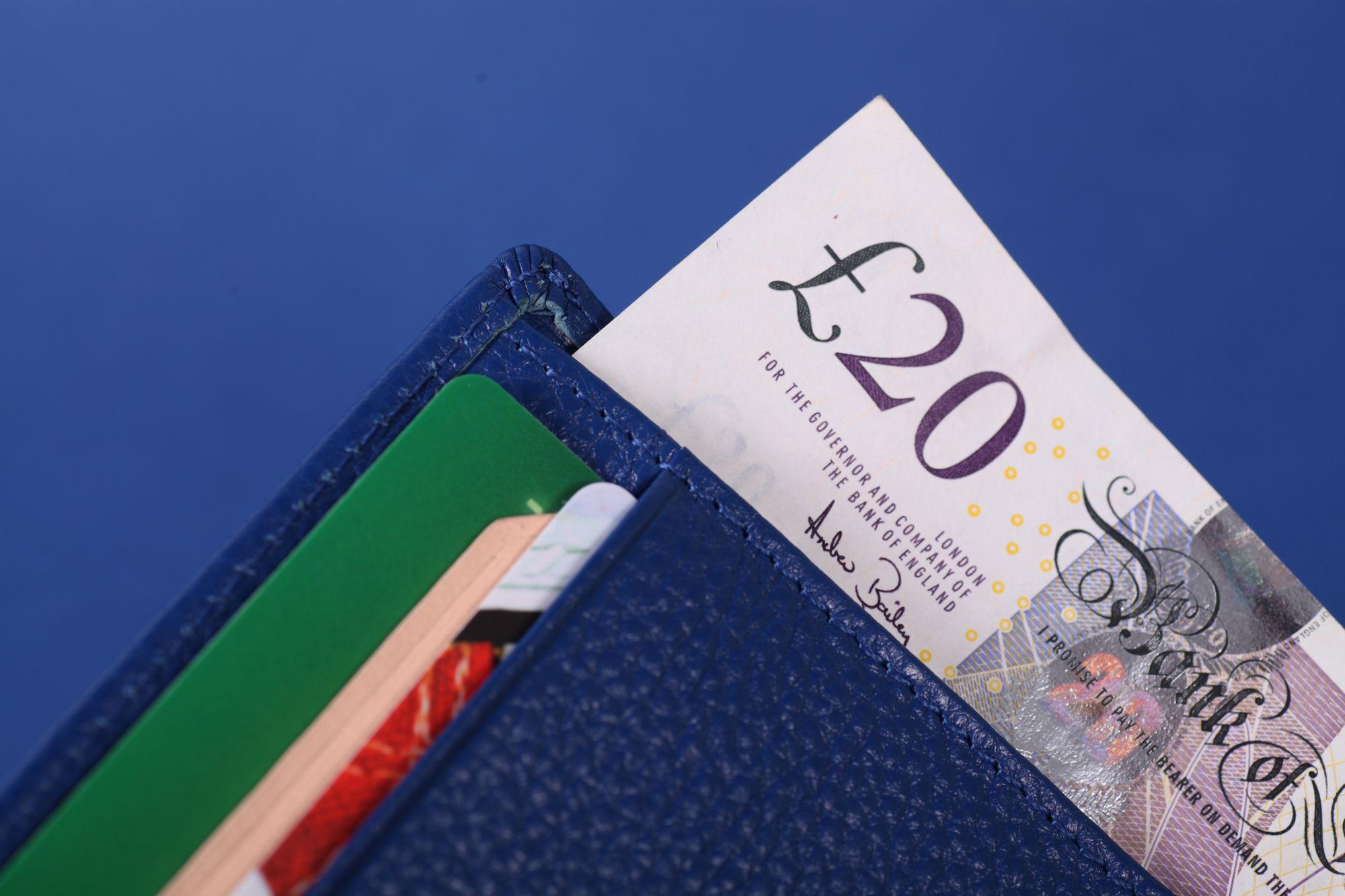 Cartera Lucentu Blue Xabia con tarjetas y billetes