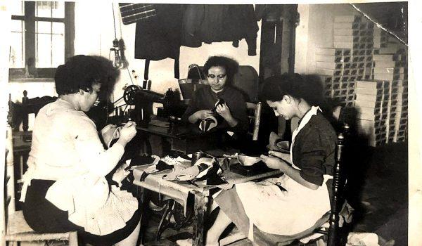 Imagen de varias aparadoras de Calzados Ponce en la década de 1960