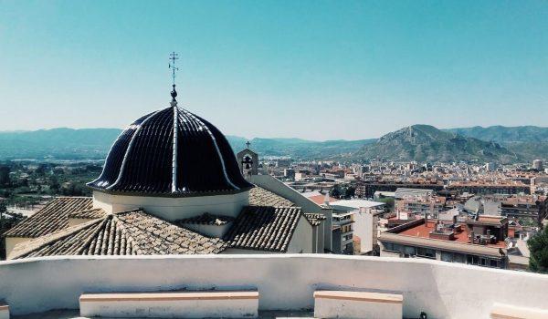 Panorámica de la ciudad de Petrer, en el interior del mediterráneo